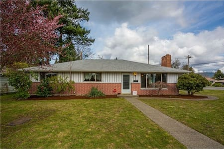 Storybook Rambler 15min from Seattle and Bellevue - Renton - House
