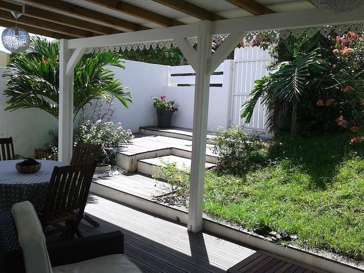 F2 tout confort, terrasse, jardin privatif, DIDIER