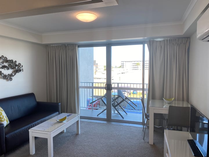 Modern Apartment, self check in and free parking