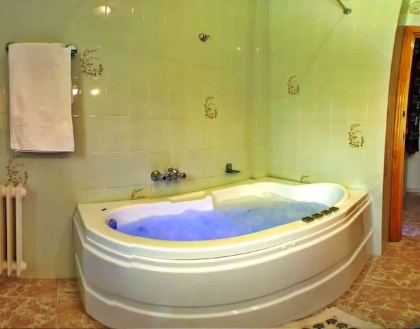 Apartamento equipado con jacuzzi en la Alpujarra - Mecina Bombarón