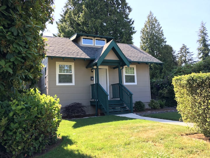 Cozy Cottage Bungalow - Washougal Town Center