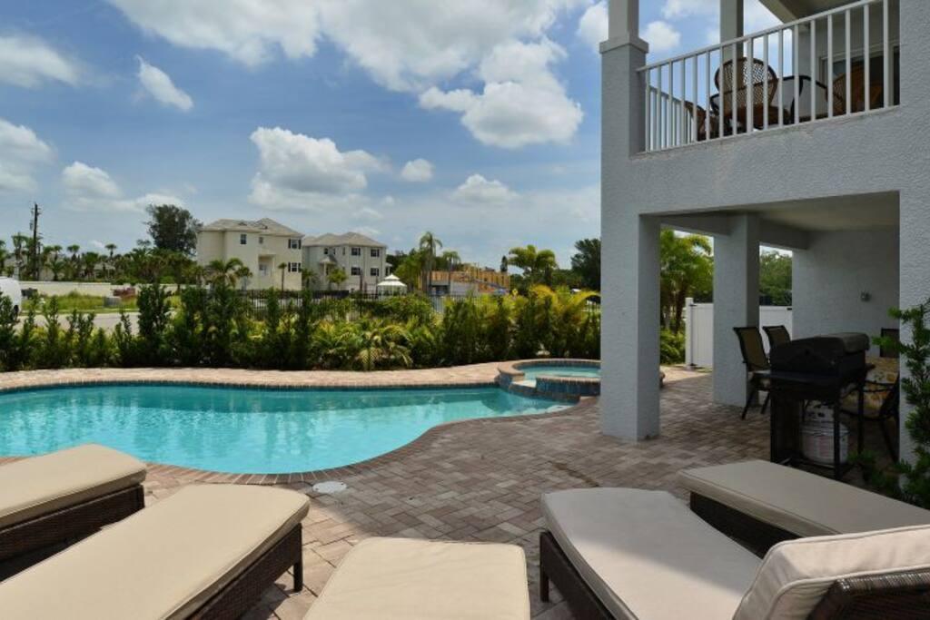 4 Bedrooms 41 2 Bath Sleeps 8 Pool Houses For Rent In Sarasota Siesta Key Florida United