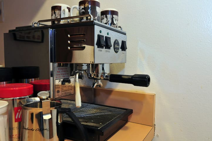 Close-ups for the aspiring barristas out there.  I have beans and a burr grinder, too.