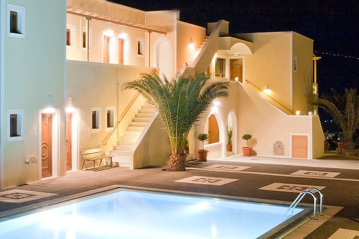 Danezis Triple Room 1 Santorini - Thera - Annat