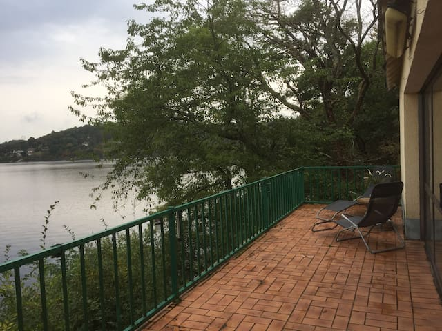 LA TERRASSE  SUR LE LAC D'EGUZON - Cuzion - Holiday home