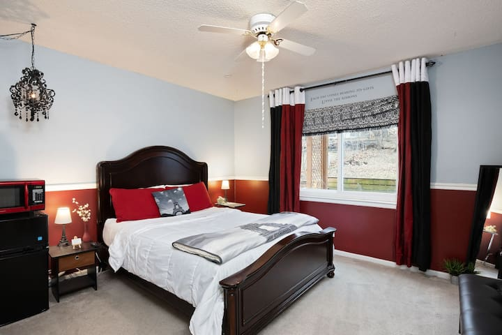 *Comfy* Guest Room 10min to MCI,  14min to City