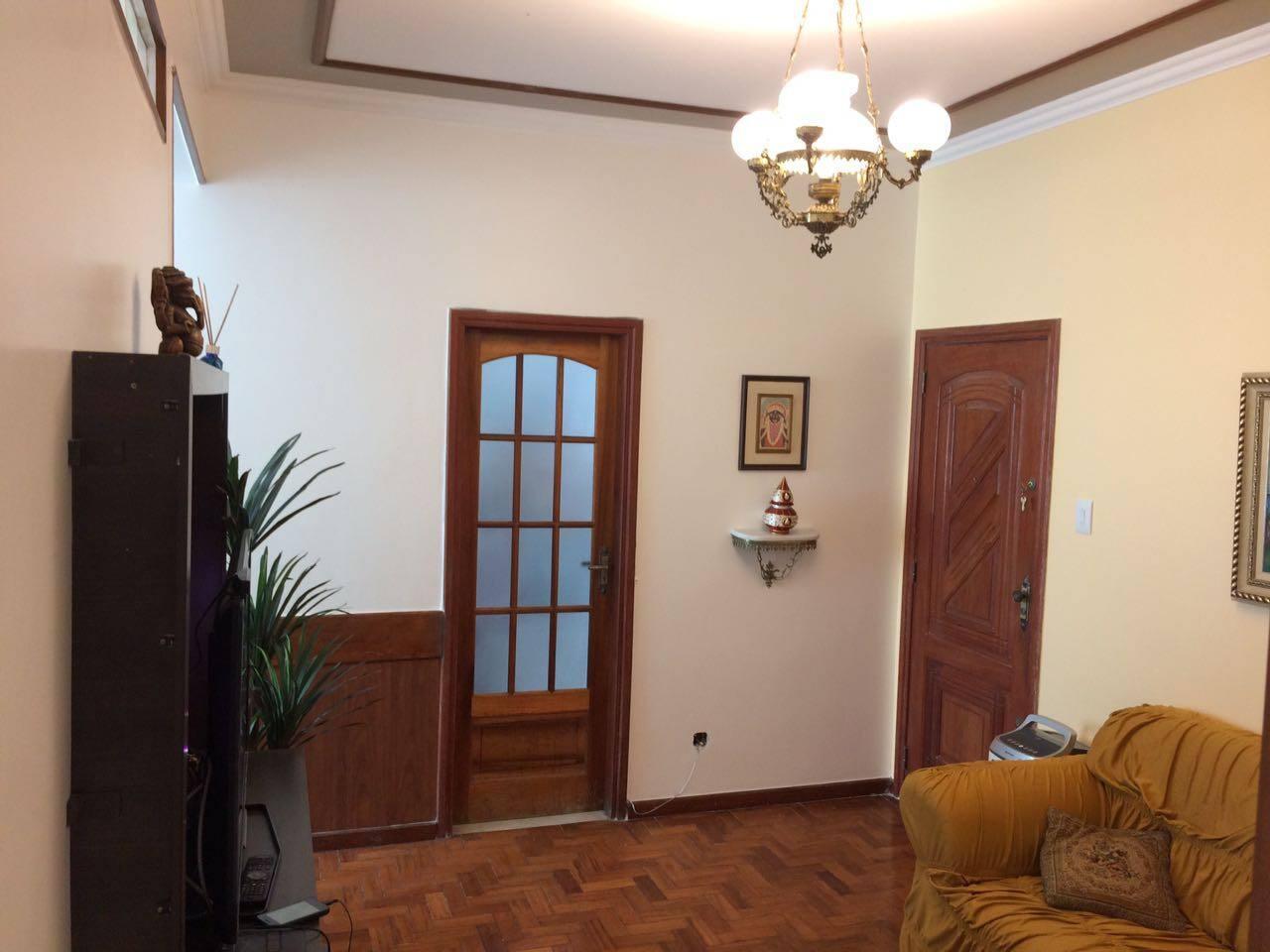 Living Room e entrada principal.