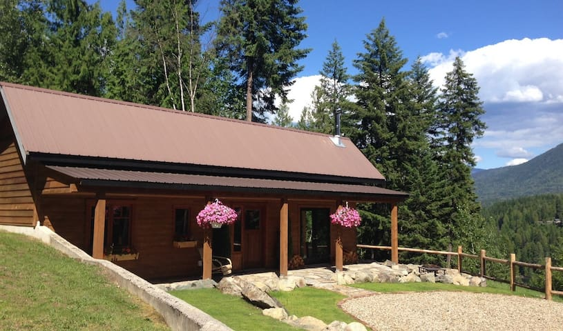Charming Mountainside Cottage - Central Kootenay F - Casa de campo