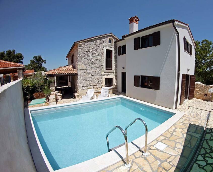 Istria vacanze da sogno mala hiza ville in affitto a for Piani di casa per coppie di pensionati