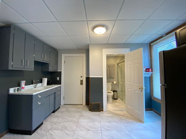 Studio Apartment Centrally Located ⭐️ Free Parking