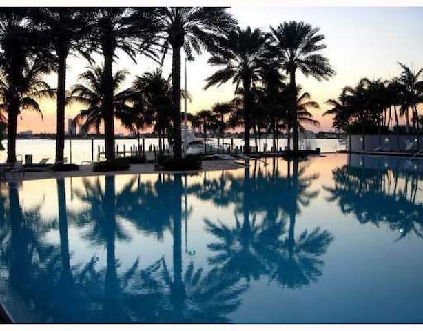 1BR with Balcony Miami South Beach - Miami Beach - Apartamento