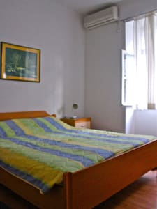 Comfortable room in the old quarter - Huoneisto