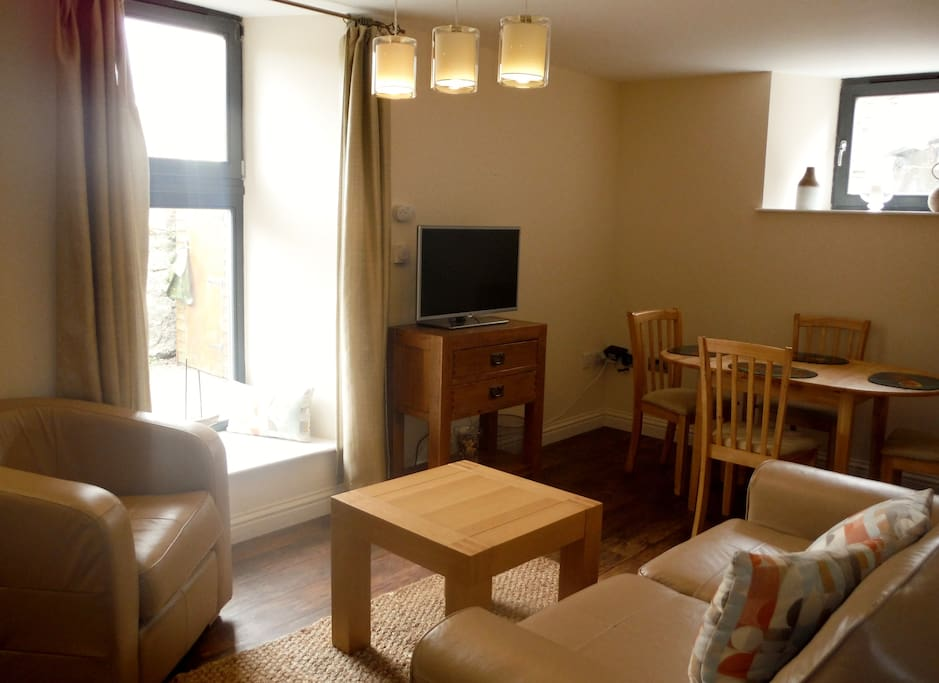 Open plan living area: free wifi and you don't even need to bring your tablet because that's a Smart TV with web access