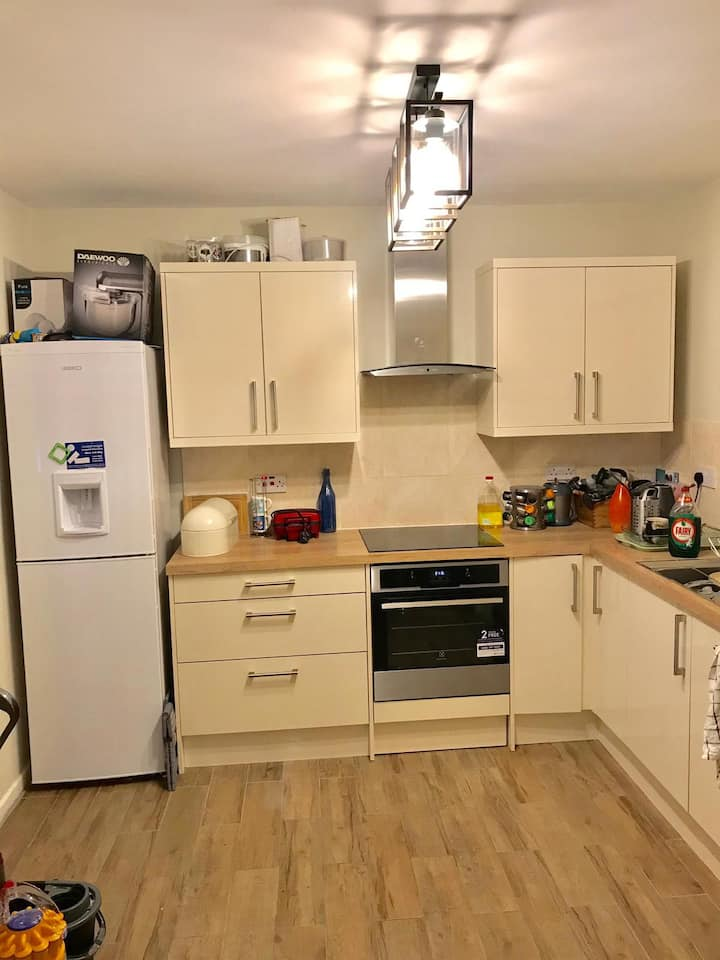Entire 3 bed house fast trains to Central London