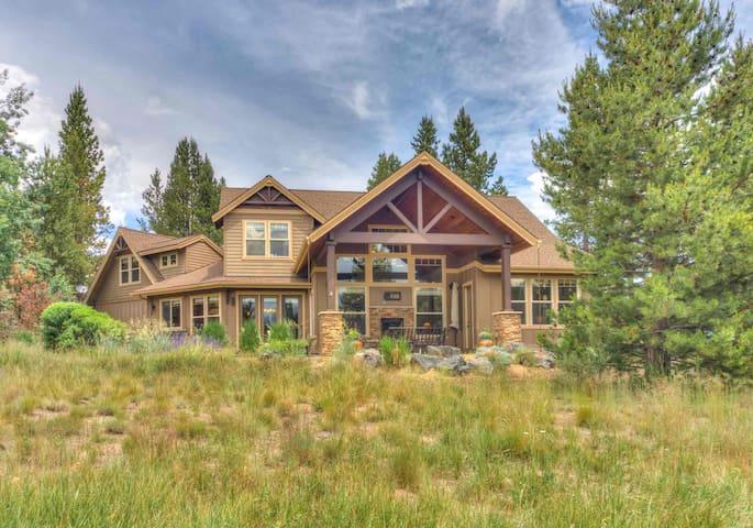 PONY795-Gorgeous Custom Home on Deschutes River!!