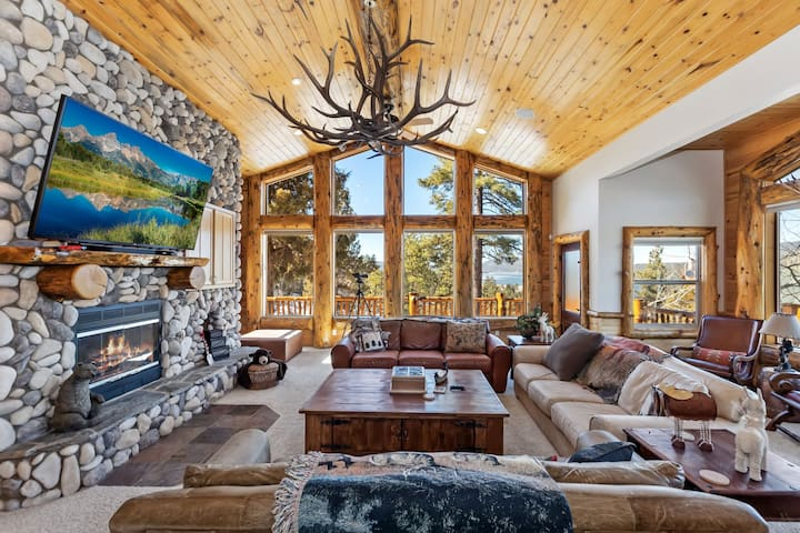 Golden Eagle Lodge: Log Styling with Spectacular Lake Views! Outdoor Hot Tub!