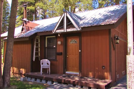Charming Lake Tahoe Guest Cabin, Feb midweek open - Тахома - Бунгало