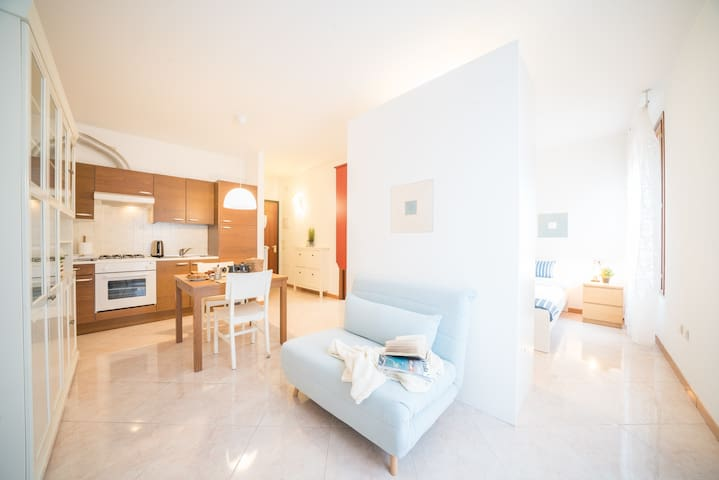 Bright Apartments Desenzano  Garibaldi City Centre