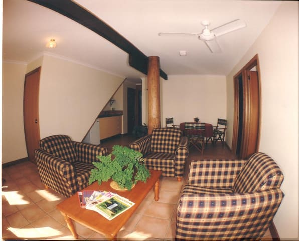 Guest Kitchenette, Lounge & Dining area.