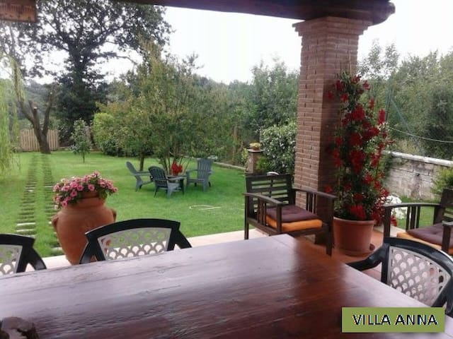 Villa Anna i,Magic Rainbow, Valmontone's Outlet