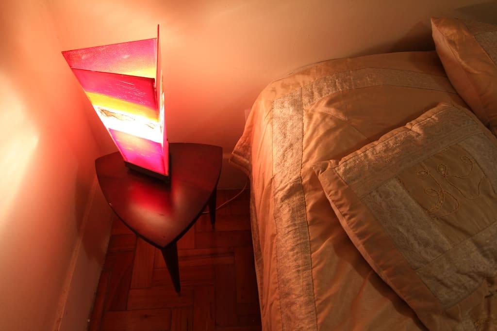 LITTLE BEDSITE LAMP - mesinha do lado da cama