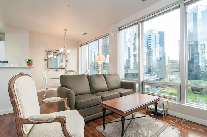 Beautiful One Bedroom in Heart of Downtown