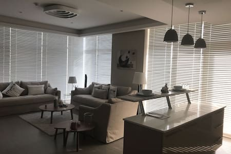 Luxury 2 BR apartment 2 min walk to city center