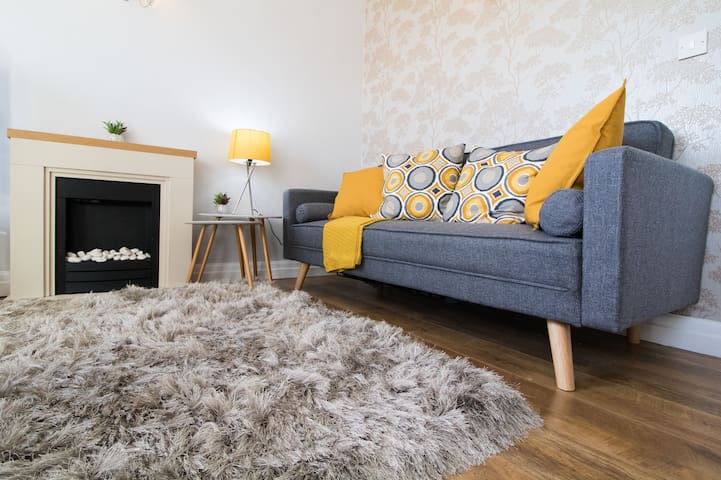 Stylish 2 Bedroom Home in Bury
