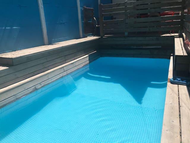 Garden house & heated swimming pool (15mn Paris)