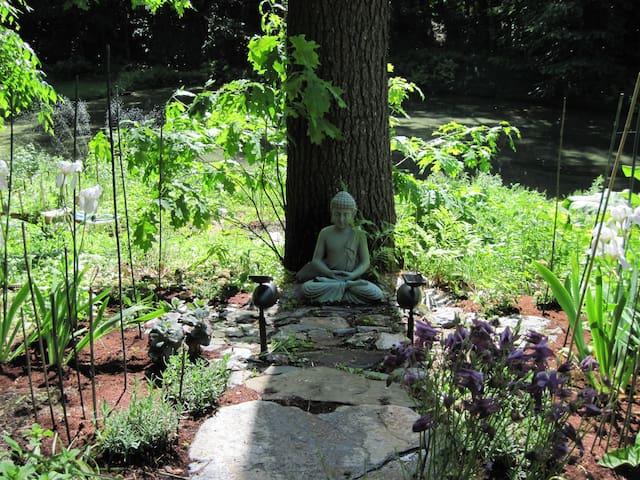 Lovely!  Serenity & Ganesh Gardens - パトニー - 一軒家