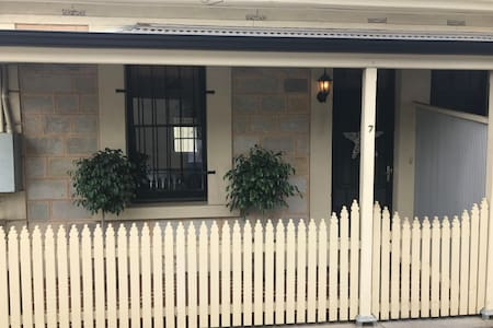Cottage charm minutes from city and Fringe venues - Eastwood