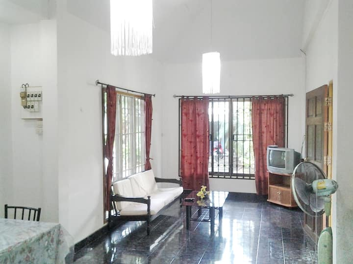 Chat 1 House, 2 Bedrooms, 1.5 KM to Bangtao Beach