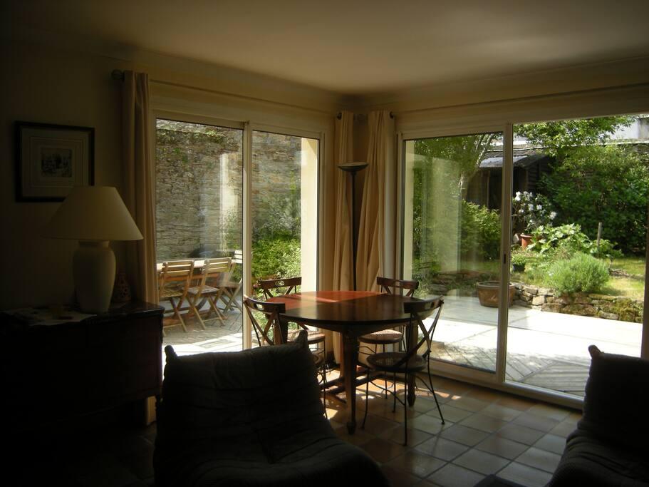 séjour/salon direct sur terrasse et jardin