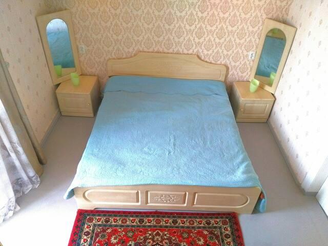 Двухкомнатная квартира посуточно  в Таганроге