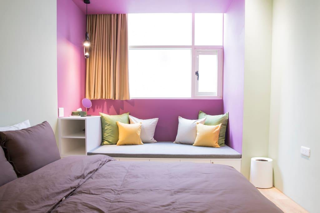 窗邊沙發床,休息耍廢區