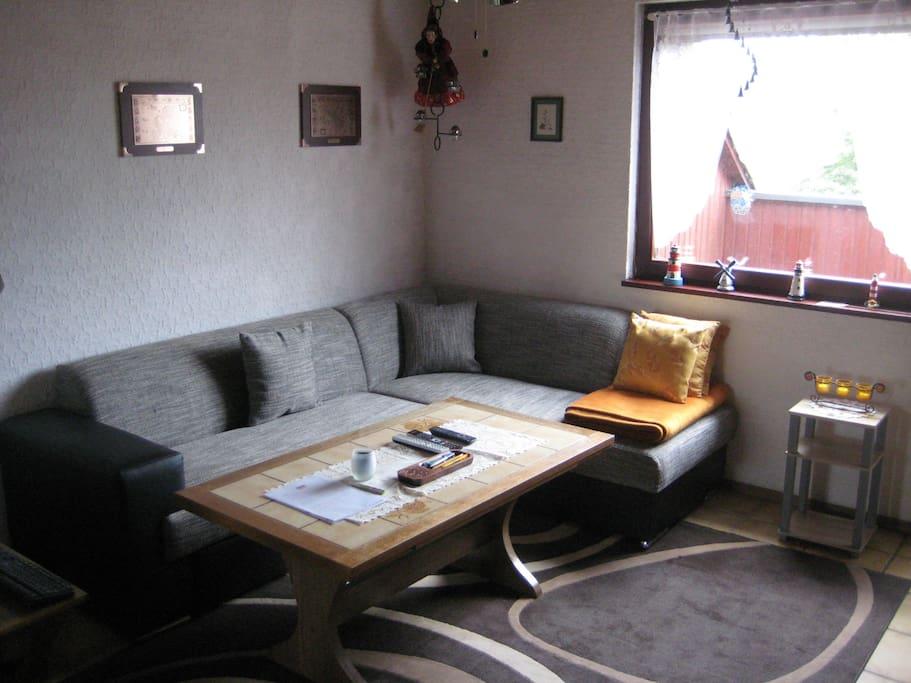 Wohnzimmer mit Funktionscouch für weiteren Schlafplatz