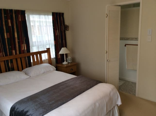 kaikohe chat rooms - private room for $43 kaikohe bnb - double bed + ensuite kaikohe wonderful couple to chat with.