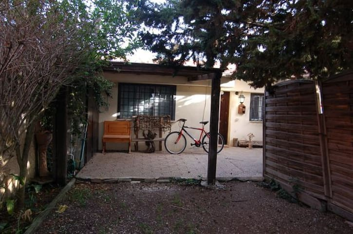 Broken Wheel  -The Cottage - Room 2 - Fiumicino - Casa