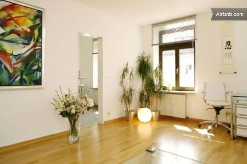 Wohnzimmer - mit Tür zur Küche