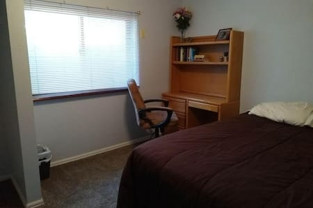Cute Bedroom Minutes from Boulder