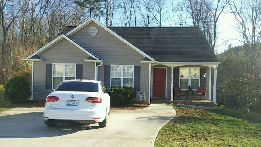 Cozy and Comfortable Home - Winston-Salem - Casa
