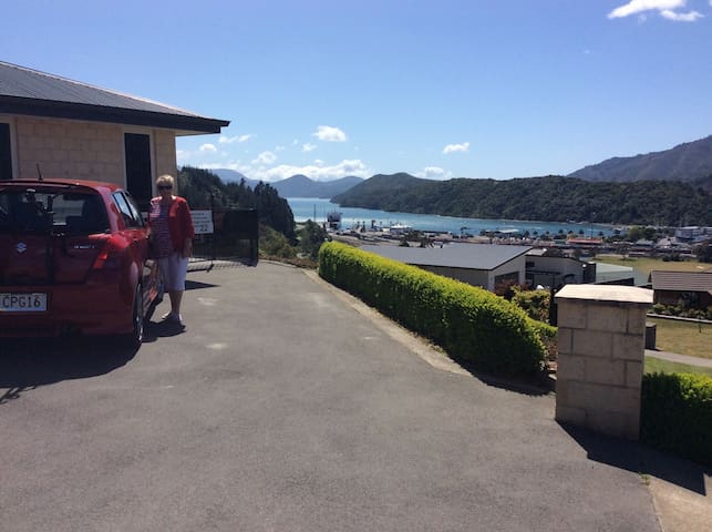 Great views over Marlborough Sounds - Picton - Flat