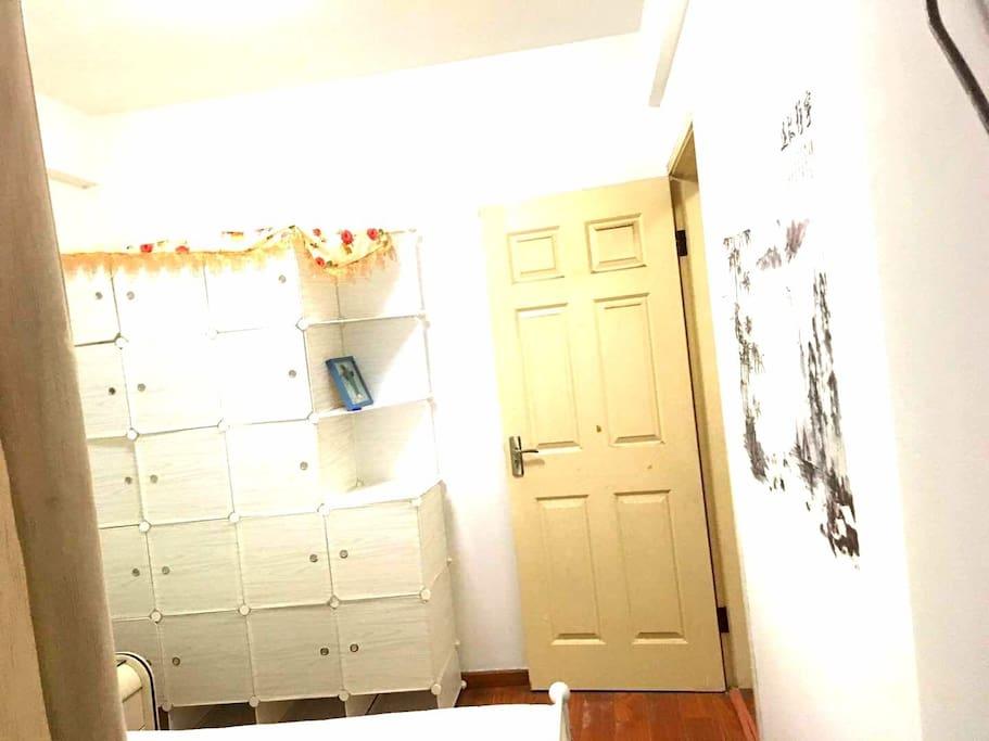 卧室1:简洁中式衣柜