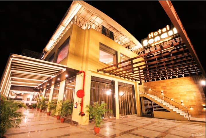 Premium Deluxe AC Room @Hotel Sonash, Indore