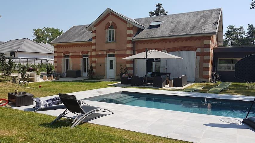 Villa 230 m2 avec piscine à 10 min de Bourges