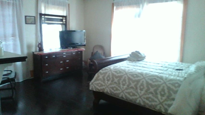 Private and quiet rooms on the house 2nd floor. - Valdosta