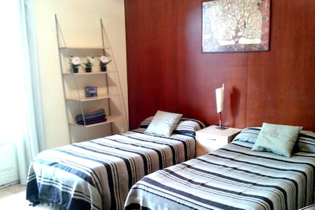 Super Room A with 4 palm tree view - Barcelona - Apartment