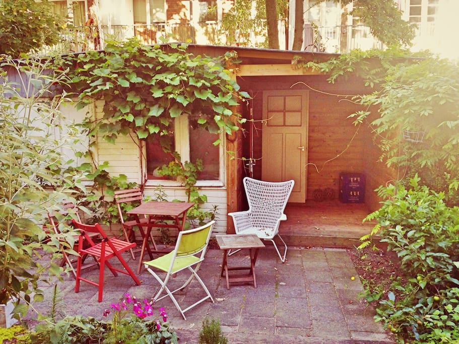 Garden with BBQ for hot summer nights!