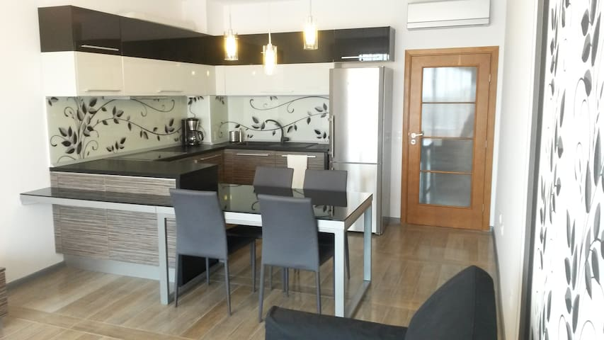 Luxury 2-bedroom seaside apartment - Saints Constantine and Helena - Apartment