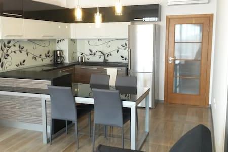 Luxury 2-bedroom seaside apartment - Saints Constantine and Helena